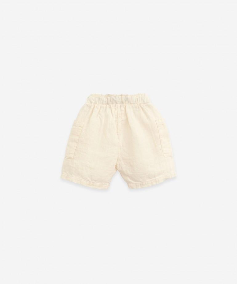Pantalón corto de lino con cordón