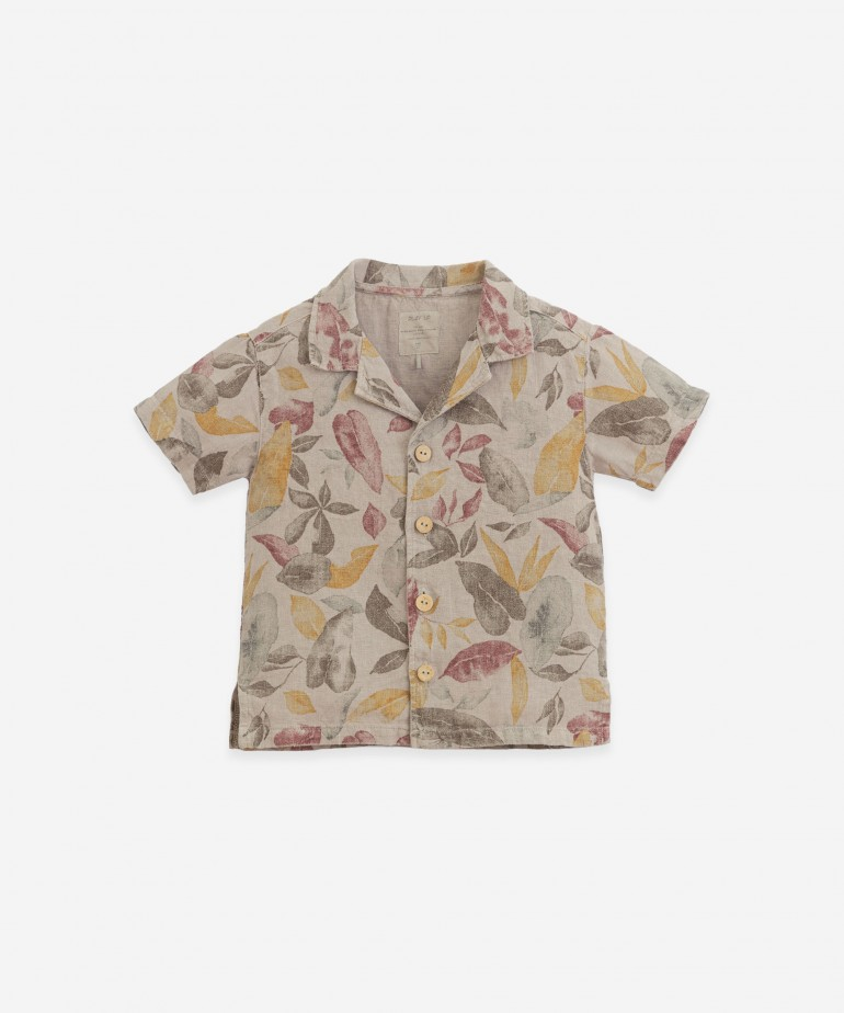 Camisa con estampado de hojas