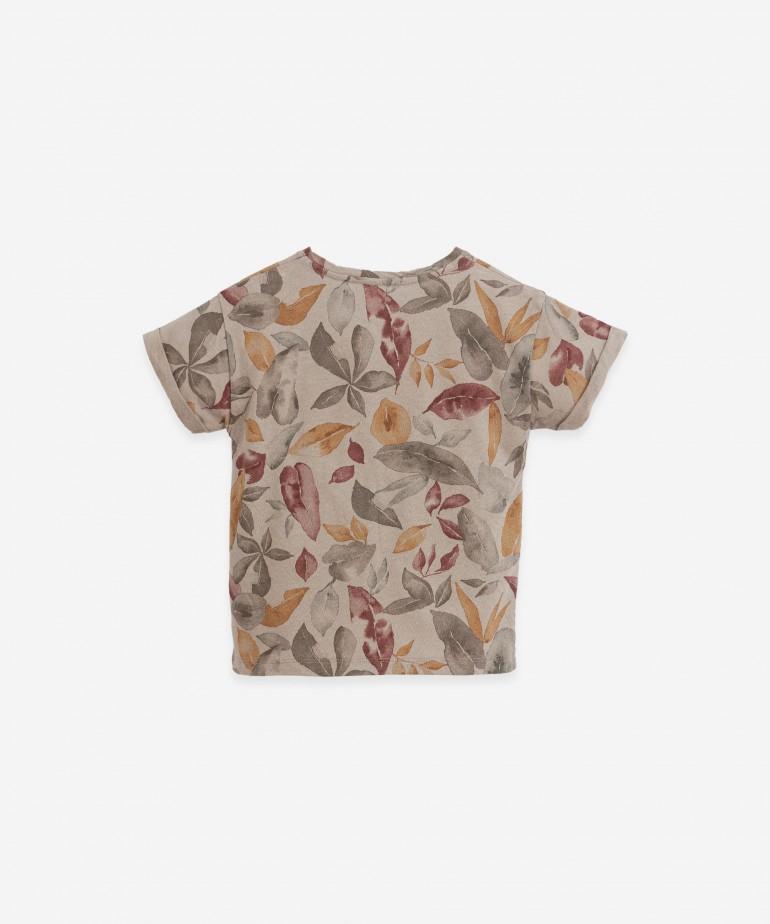 T-shirt com estampado de folhas