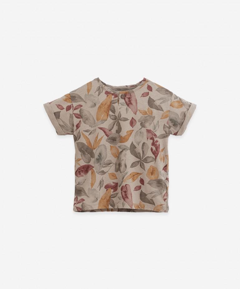 """T-shirt con stampa """"foglie"""""""