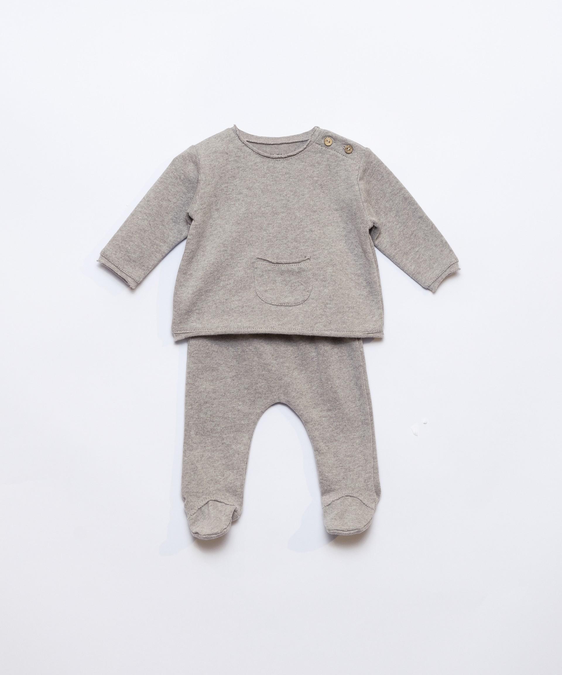 Conjunto camisola com bolso e calça | Illustration