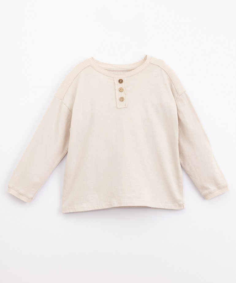 T-shirt with mixture of knits