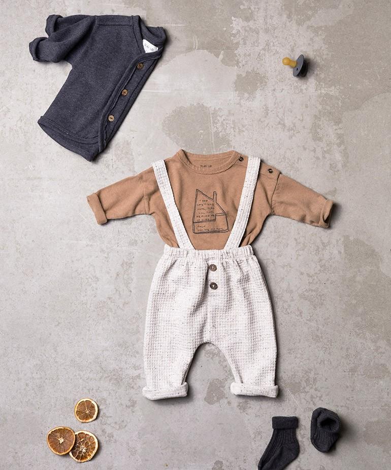 Pantalón con tirantes removibles