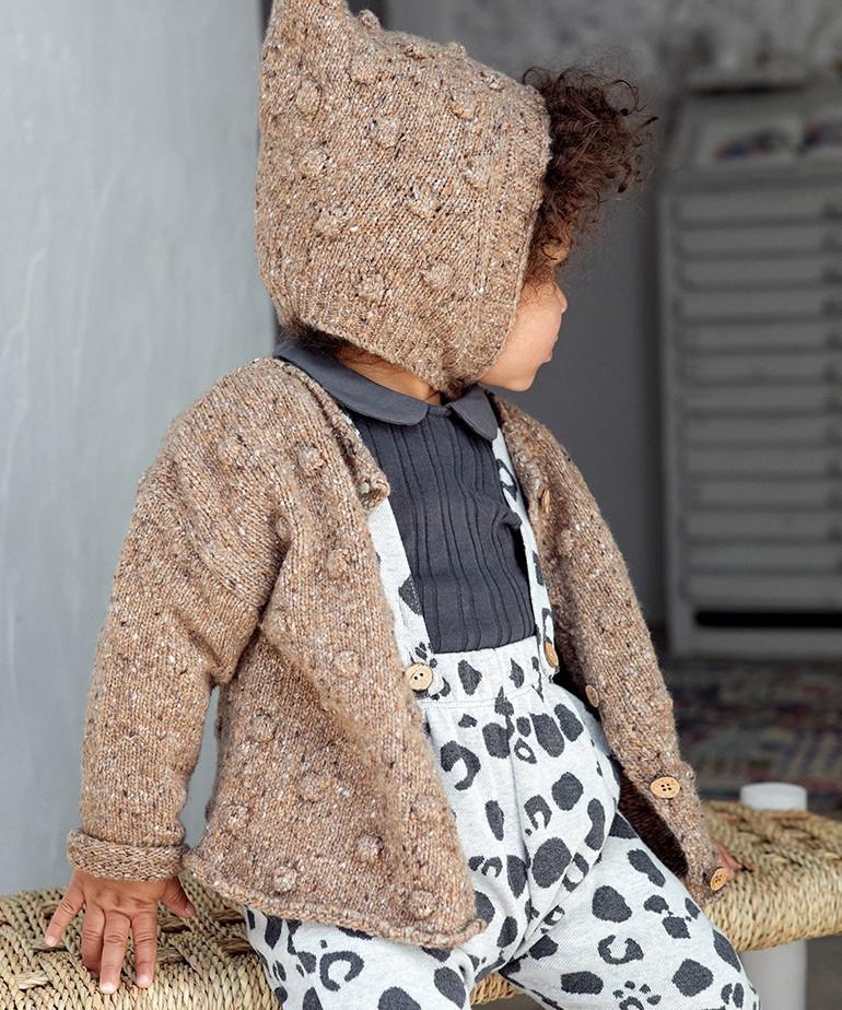 Gorro tricotado con botón de coco