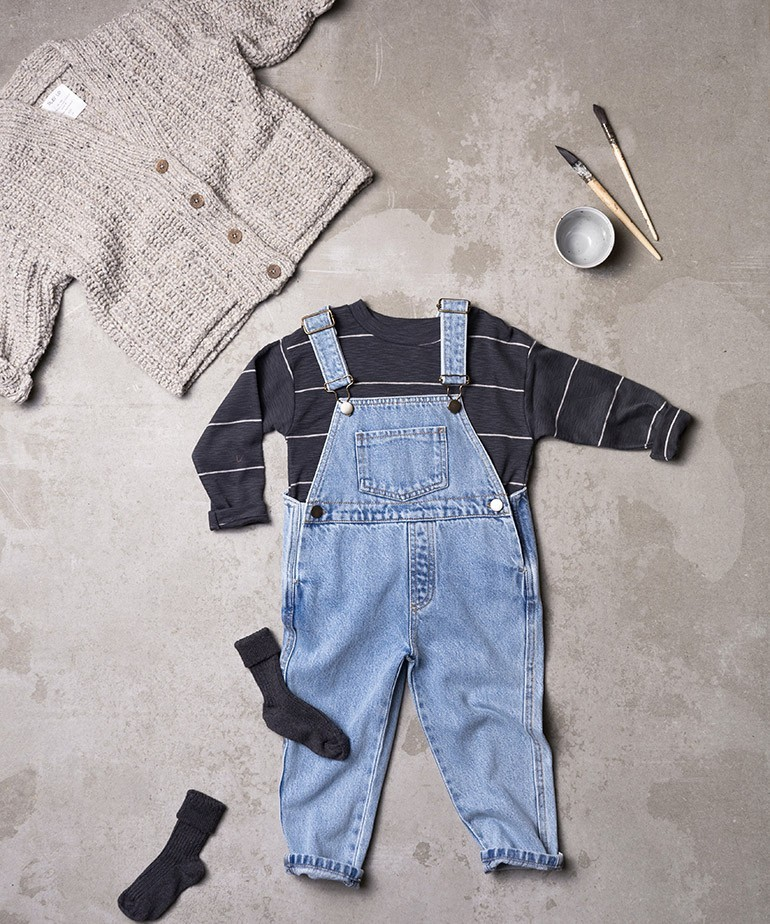 Denim dungarees with pocket
