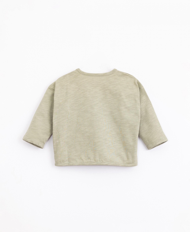 T-shirt em algodão orgânico com bolso   Illustration