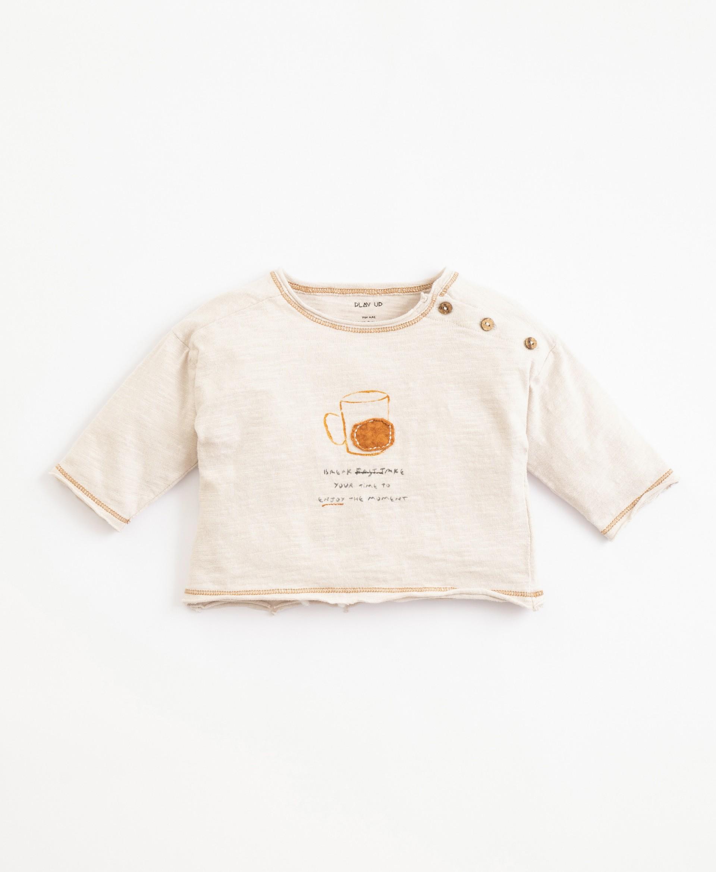 Camiseta de algodón orgánico con abertura | Illustration