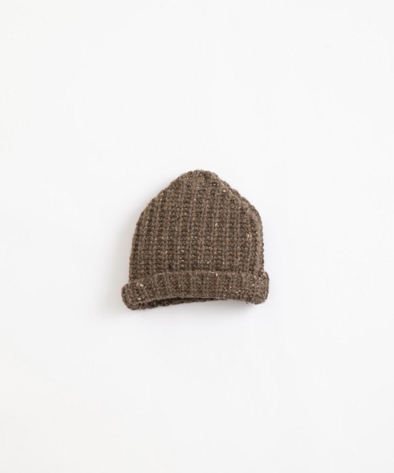 Gorro tricotado con dobladillo