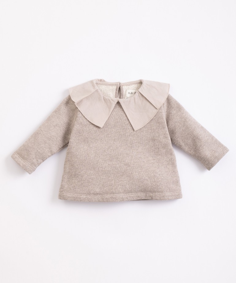 Jersey with woven collar