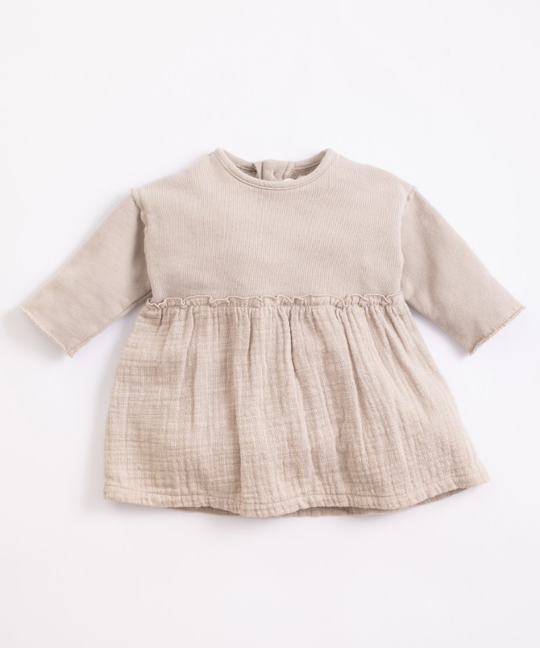 Cotton dress with opening at the back