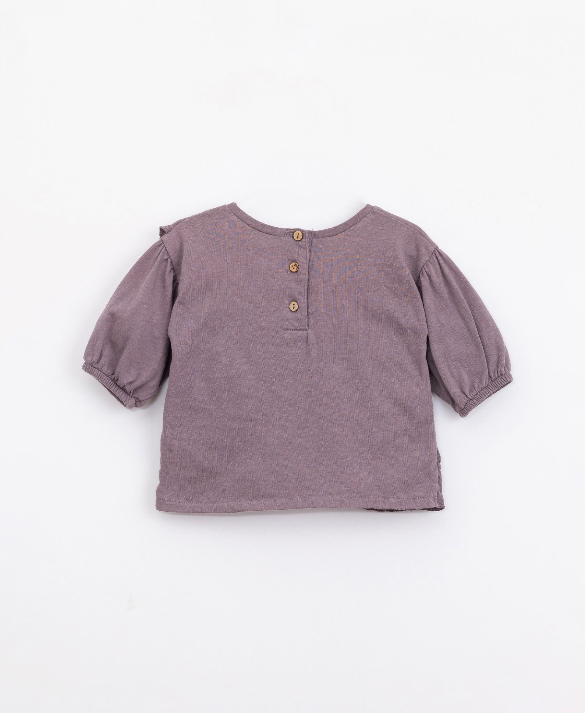 Camiseta de algodón con volante   Illustration