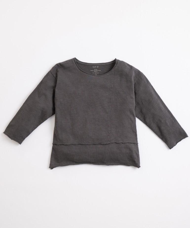 T-shirt con particolare a incastro