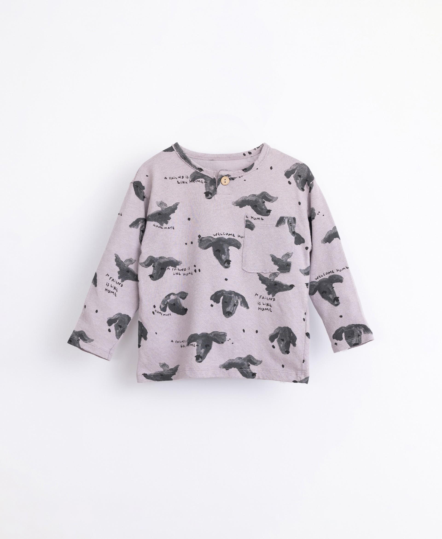 T-shirt with breast pocket   Illustration
