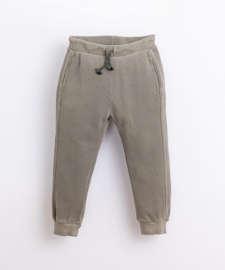 Pantalón con cordón ajustable