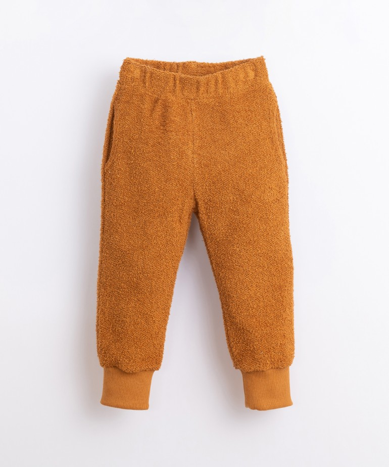 Pantalón con fibras recicladas