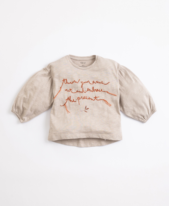 Camiseta con bordado | Illustration
