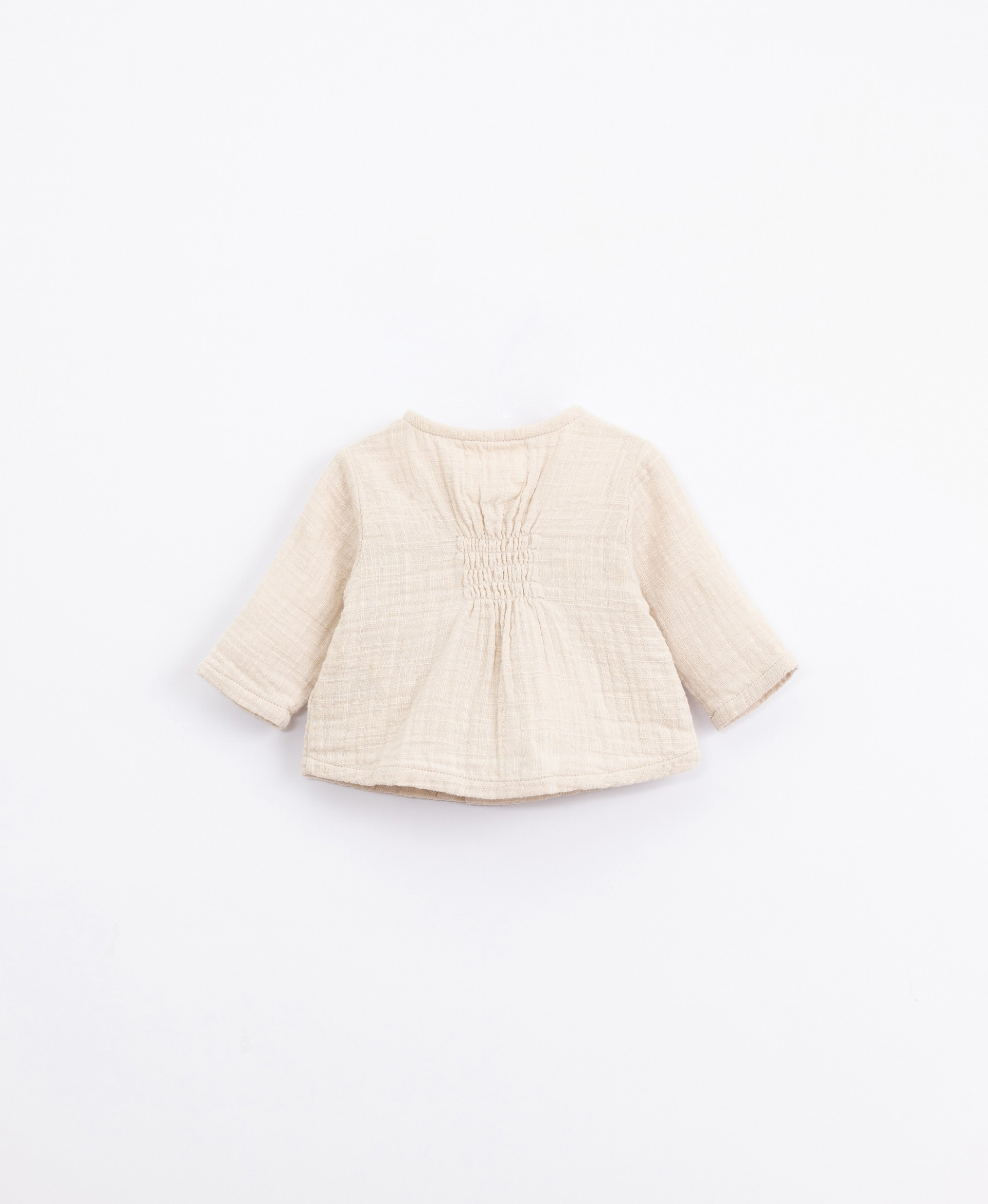 Cotton jersey with coconut buttons  Illustration