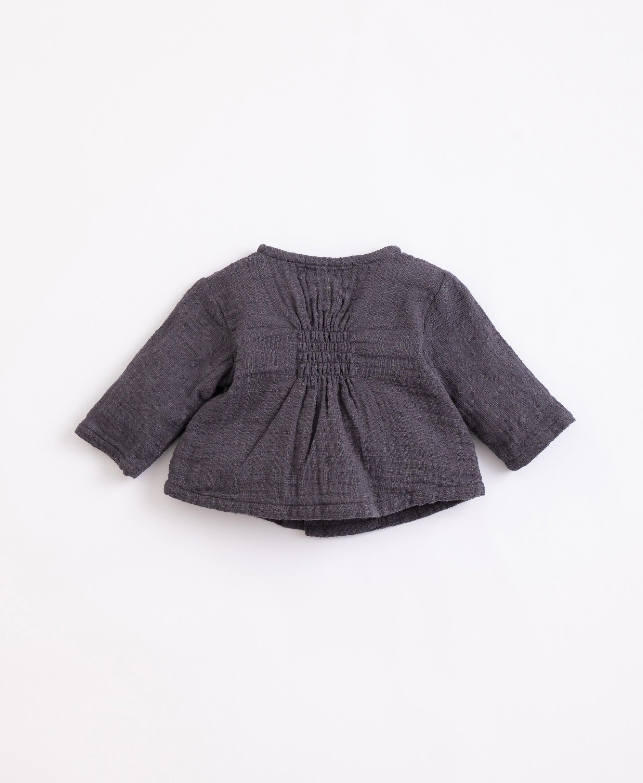 Camisola em algodão com botões de coco | Illustration