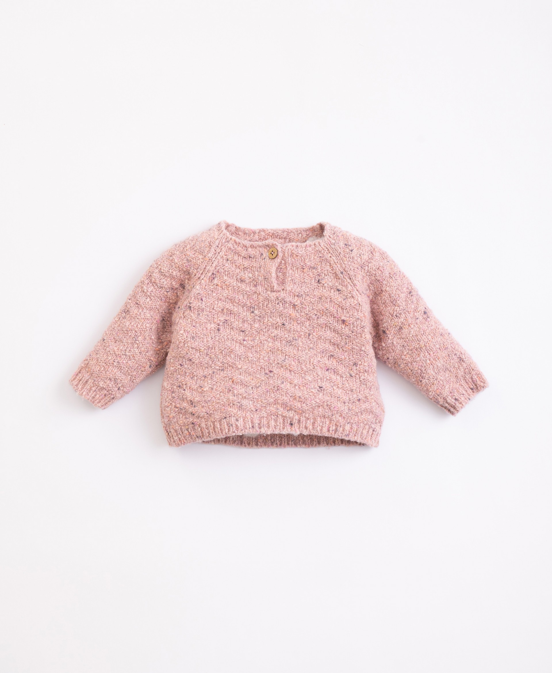 Jersey made from recycled fibres with coconut buttons | Illustration