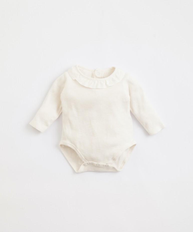 Body em algodão orgânico com folho em tecido