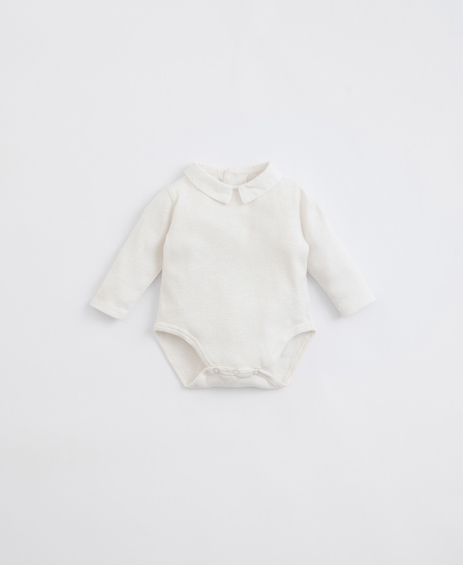 Body in organic cotton with a woven collar | Illustration