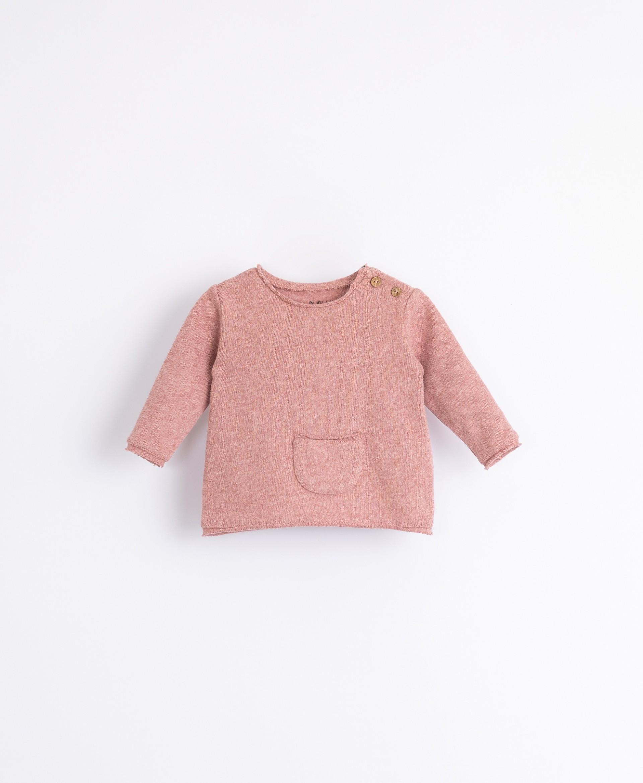 Conjunto camisola com bolso e calça   Illustration