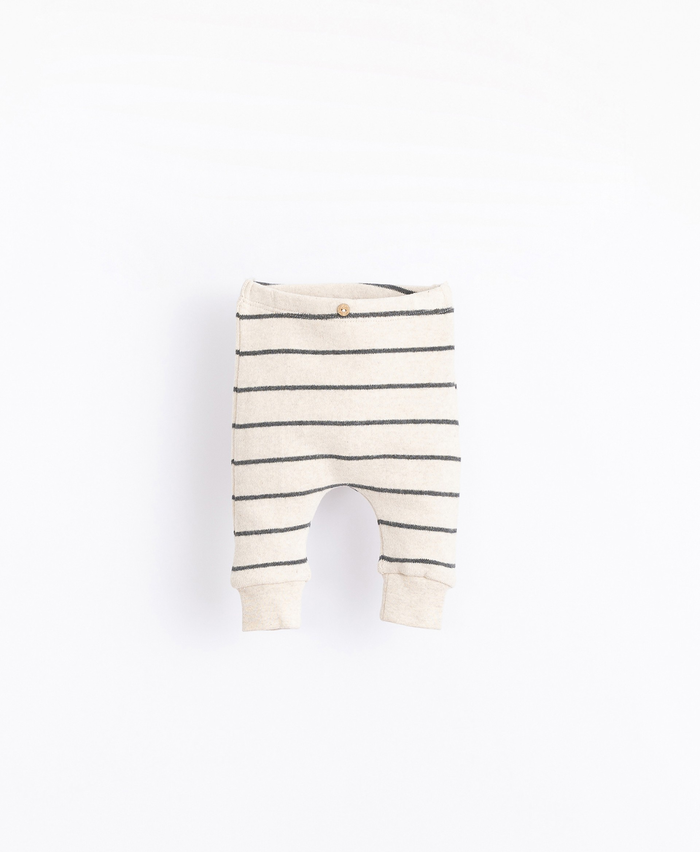 Striped leggings | Illustration