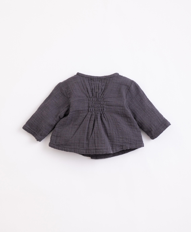 Jersey de algodón con botones de coco   Illustration