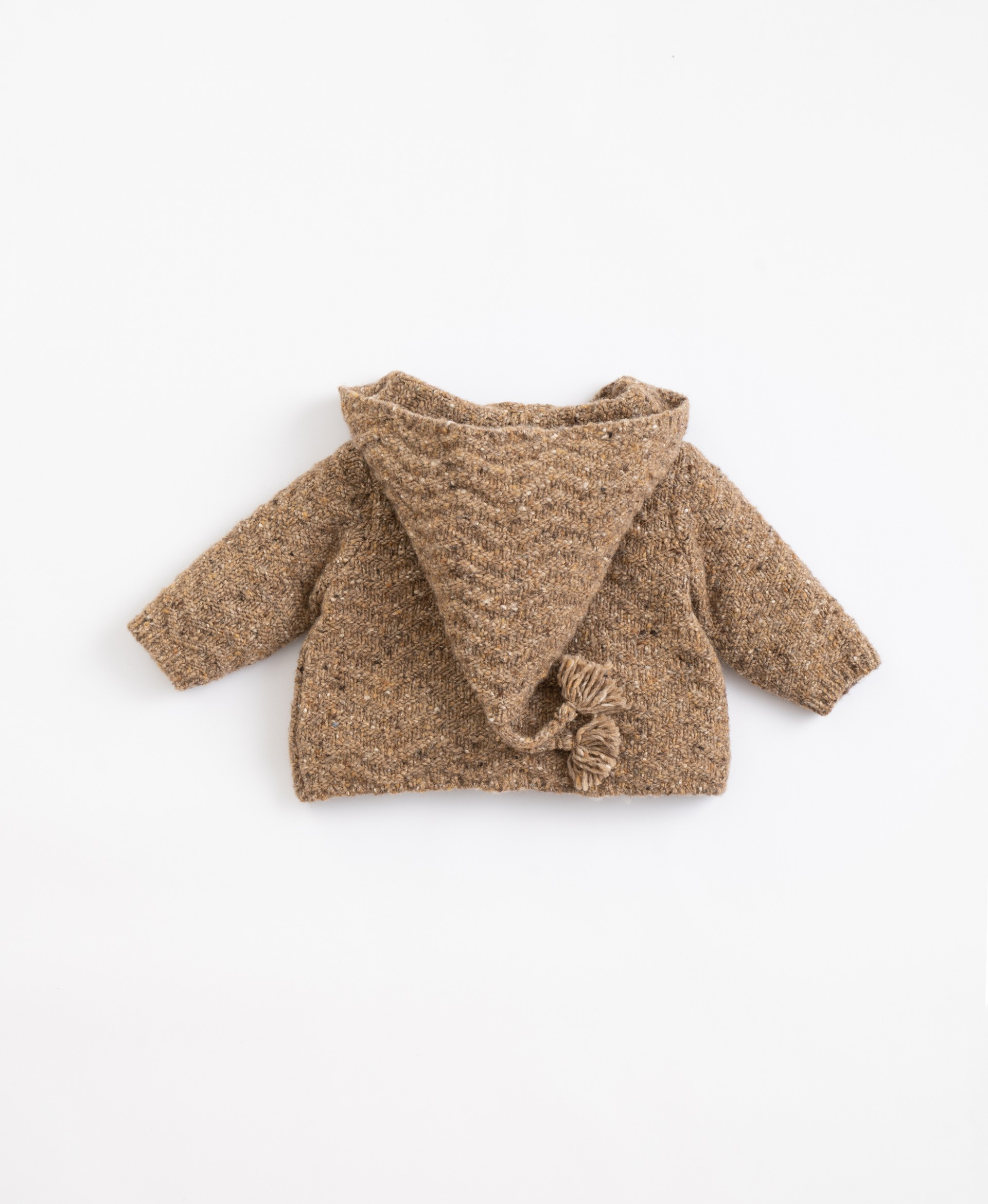 Knitted jacket with recycled fibres and hood | Illustration