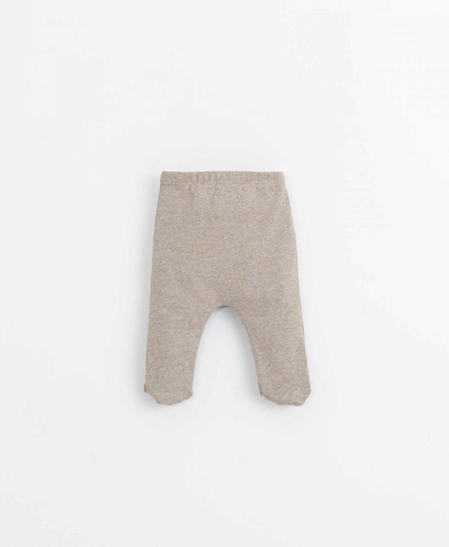 Completo maglia con tasca e pantaloni | Illustration